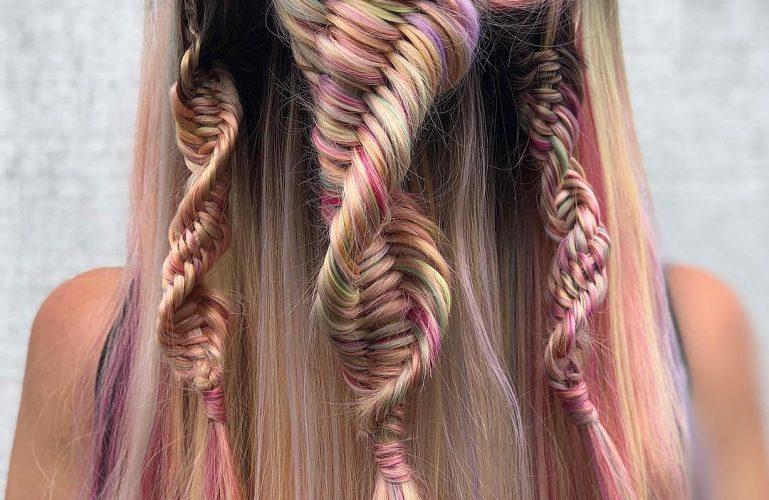 Les tresses ADN, nouvelles coqueluches pour des cheveux stylés