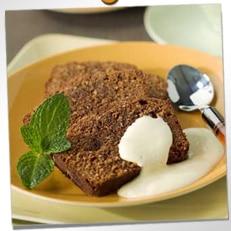 Cake chocolat-coco, sauce au chocolat blanc